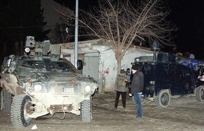 Diyarbakır'da BÖLGE TRAFİK MÜDÜRLÜĞÜ'NE BOMBALI SALDIRI