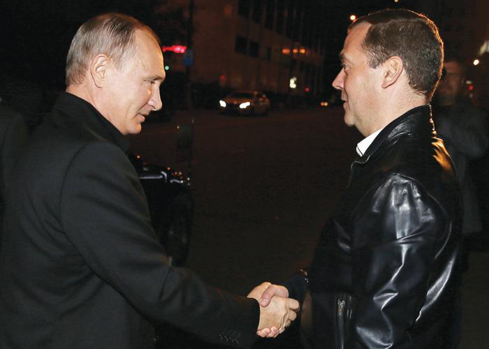 """""""Putin'in"""" Partisi Rusya Seçimlerini Açık Ara Kazandı"""